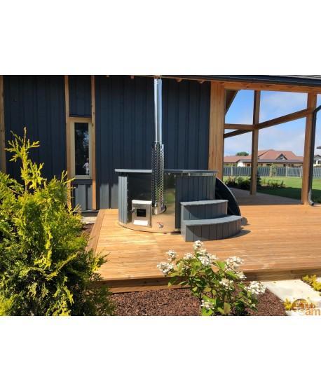 Die Gastgeber bauen Whirlpools in der schönsten Gegend des Hofes