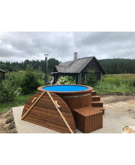 Badezuber mit wärmebehandelter Holzoberfläche